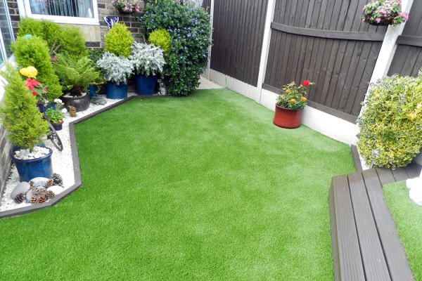 Artificial-grass-small-garden